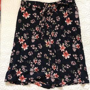 Dresses & Skirts - NWOT Floral print midi skirt